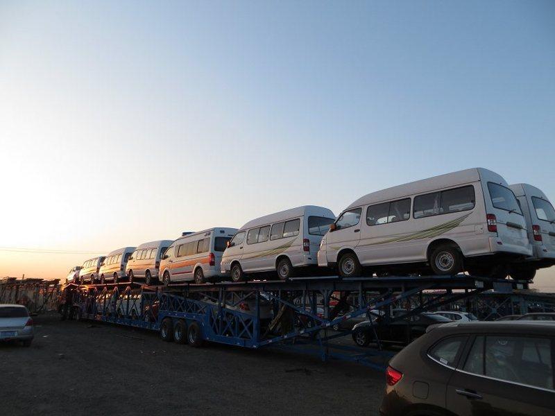 西安到四平商品车托运公司装车流程2