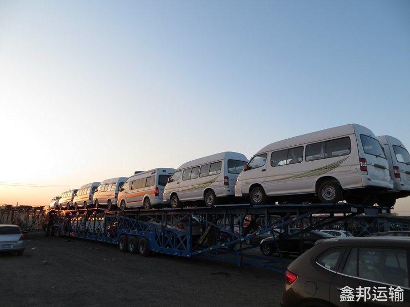 西安到喀什巡展车托运公司装车流程1