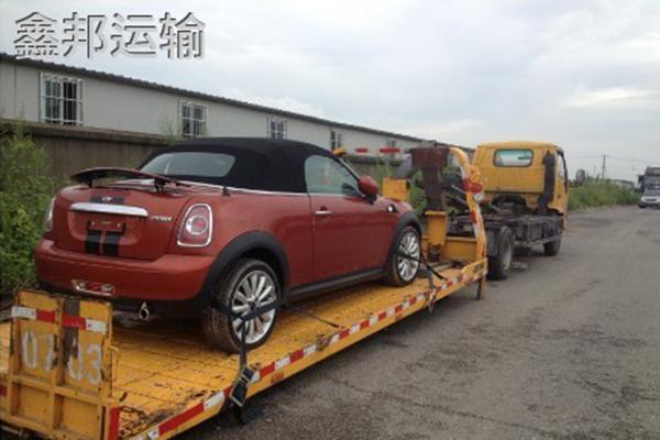 西安到内蒙古赤峰巡展车托运公司装车现场